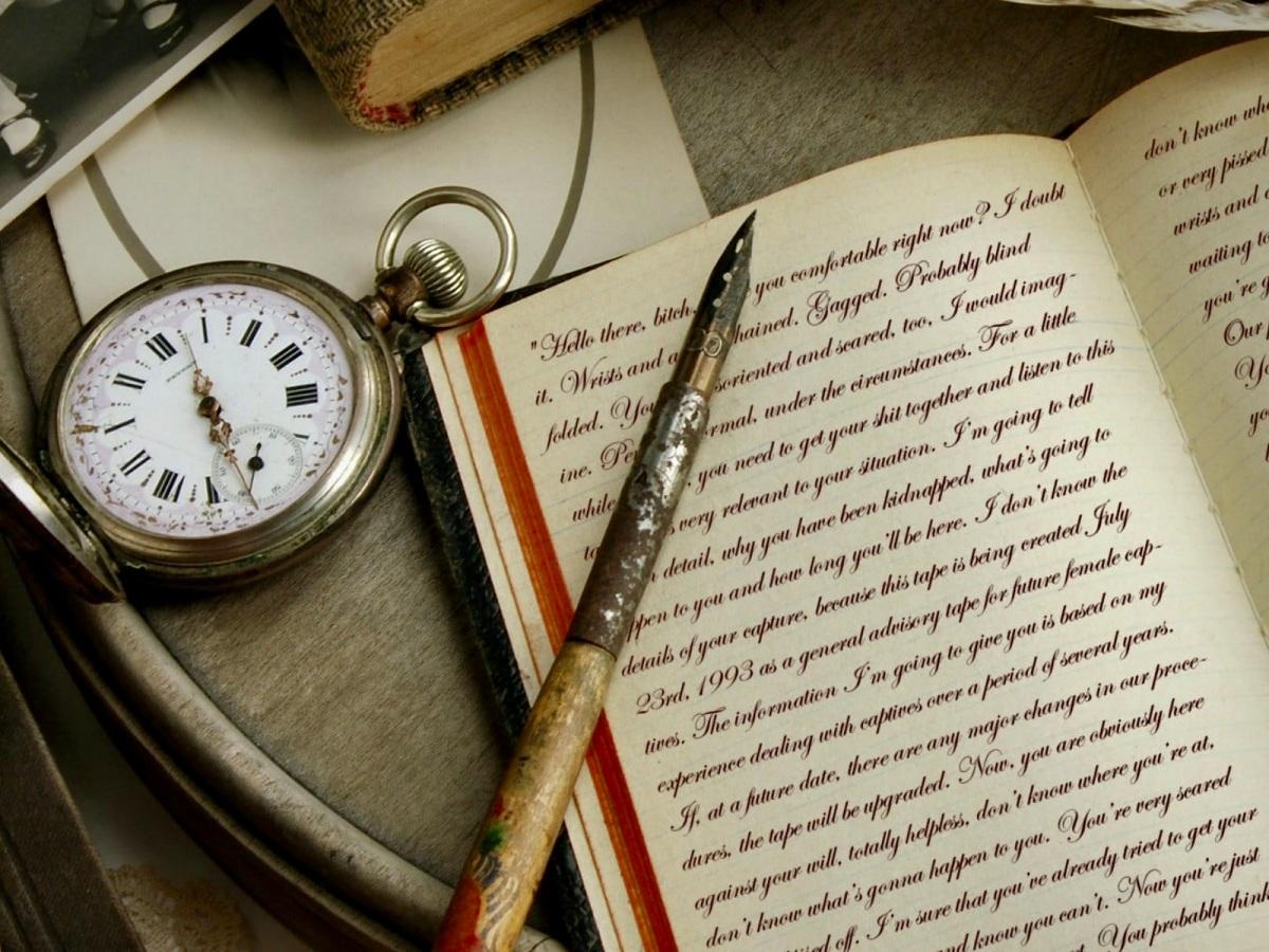 Reloj de bolsillo y estilográfica antigua